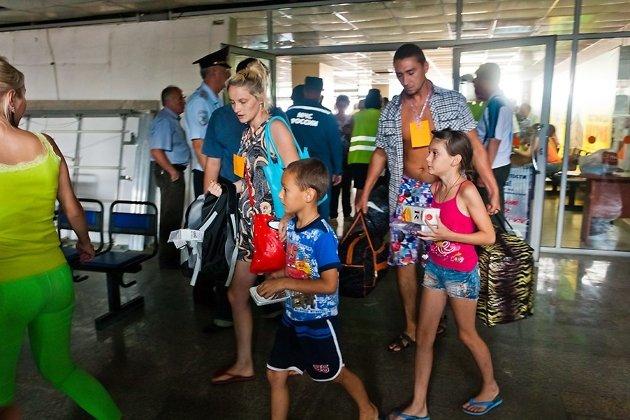 Встреча беженцев в аэропорту Читы