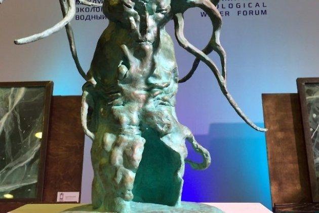 Уменьшенная копия скульптуры