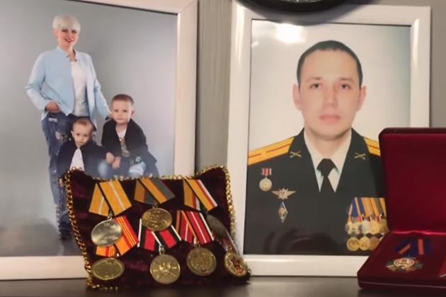 Семья погибшего в Сирии офицера Сергея Елина