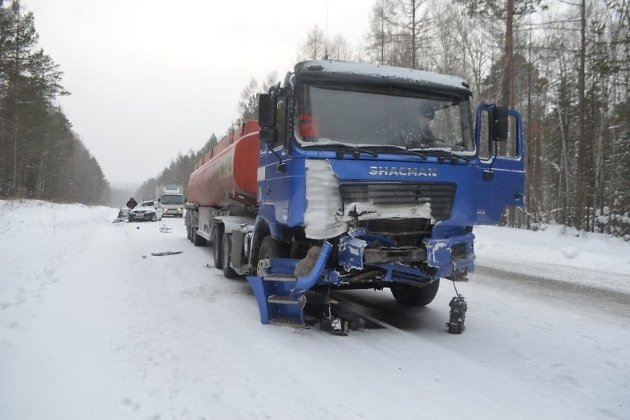 Семья из 3-х человек погибла вДТП сбензовозом под Иркутском