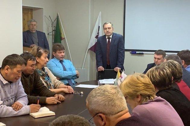 Глава ЗабТЭК Алексей Минайкин (в центре) на встрече с коллективом