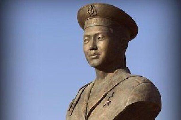 Памятник Алдару Цыденжапову в Агинскоv