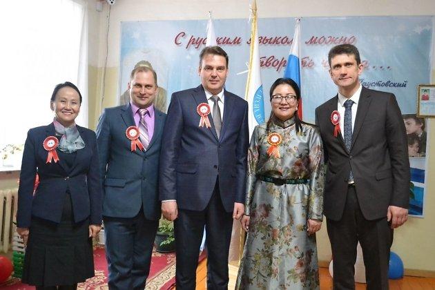 Министр международного сотрудничества Алексей Дроботушенко (в центре) во время визита в Монголию