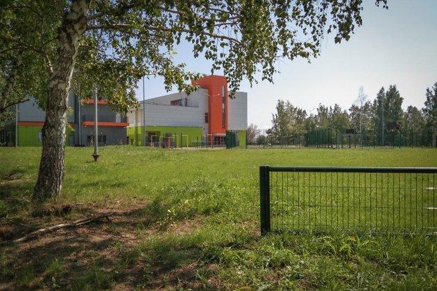 Территория гимназии №25 в Солнечном