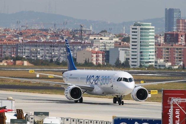 Самолёт МС-21 в аэропорту Ататюрка (Стамбул, Турция)