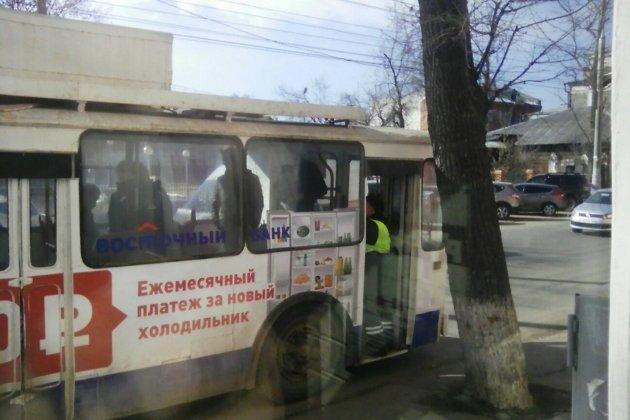 ВИркутске троллейбус сбил девушку