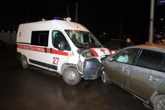 Винтернете появилось видео ДТП сучастием кареты скорой помощи вИркутске