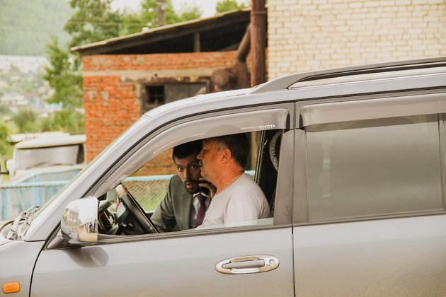 Министр строительства, дорожного хозяйства и транспорта Забайкальского края Алексей Гончаров в командировке по Тунгокоченскому району