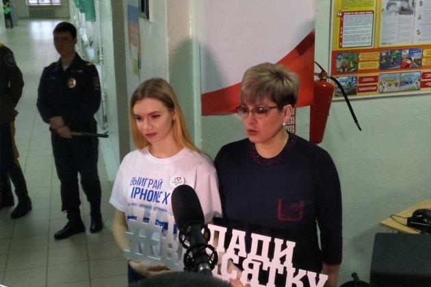 Наталья Жданова на избирательном участке