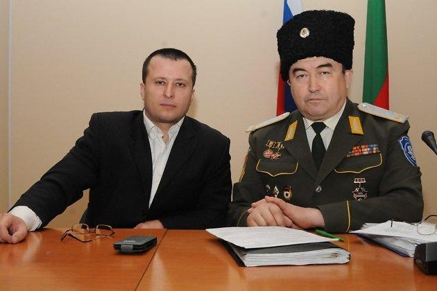 Вице-премьер краевого правительства Геннадий Чупин и атаман...