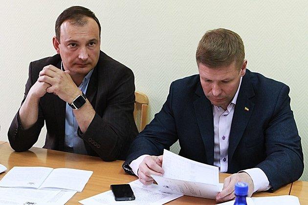 Депутаты гордумы Читы Алексей Барковский (слева) и Алексей Мусорин