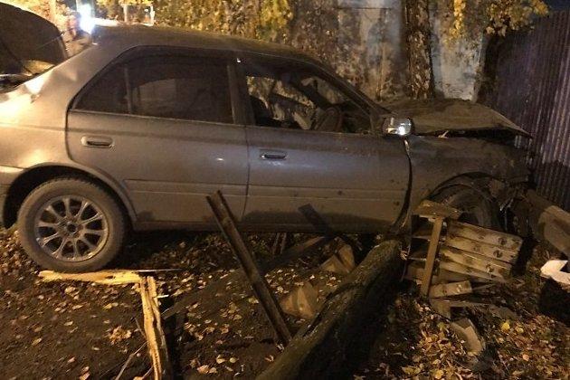ВИркутске Тоёта врезалась встолб, шофёр умер