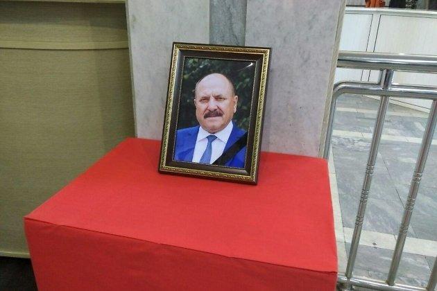 Фото Сергея Трофимова в холле краевого правительства