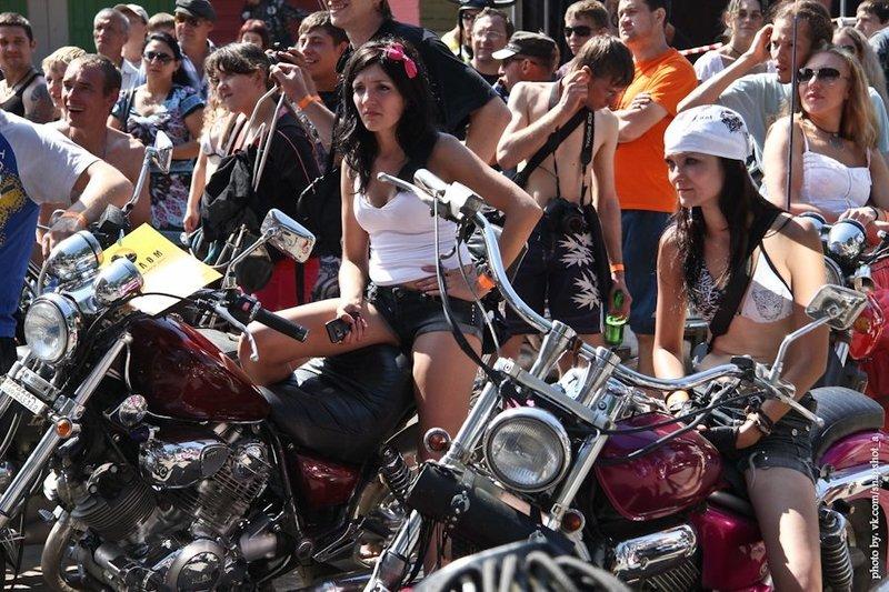 развратные телки на фестивали байкеров сексуально
