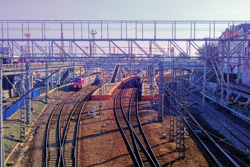 Пассажиров задержанных на Транссибе поездов начали перевозить до станций на автобусах