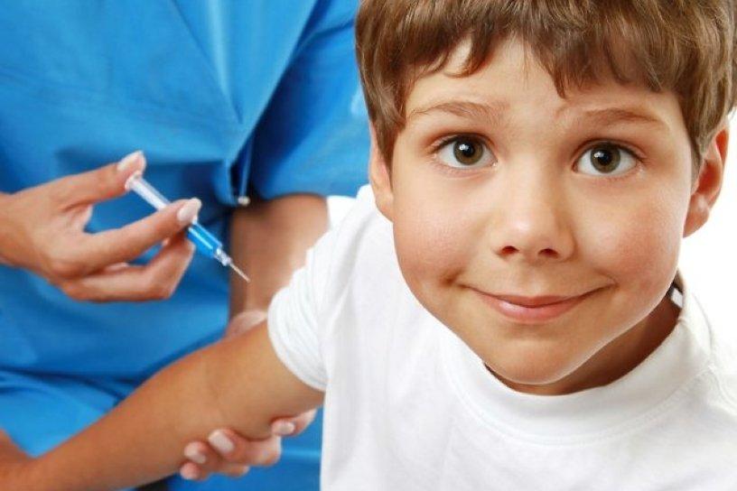 Роспотребнадзор опубликовал список необходимых школьникам прививок