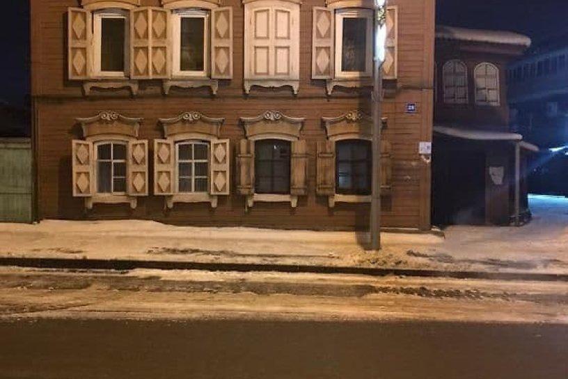 Потолок частично обрушился в пристрое деревянного дома-памятника в Иркутске